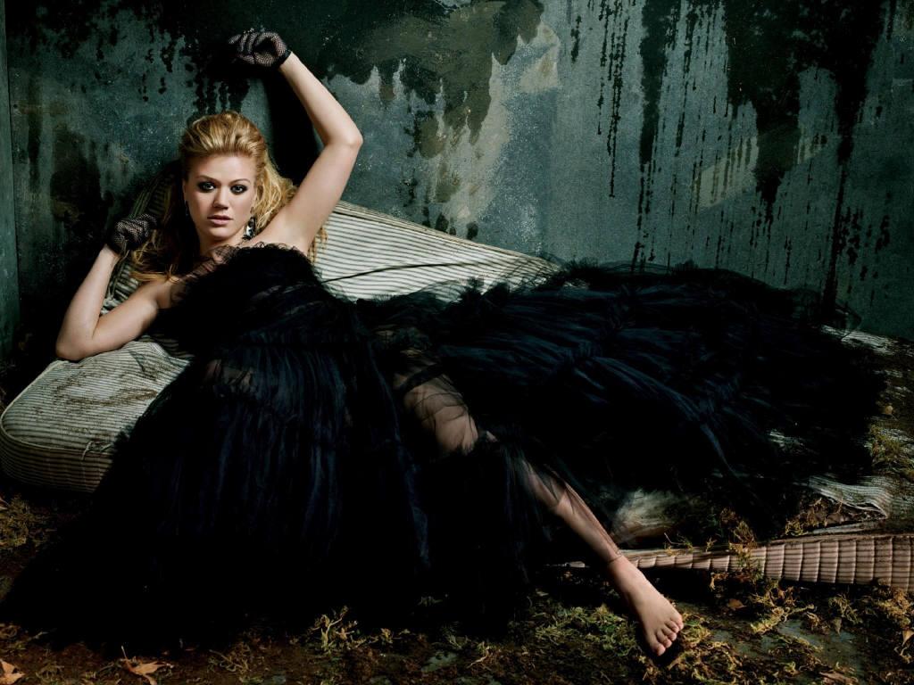 фото девушки в чёрном