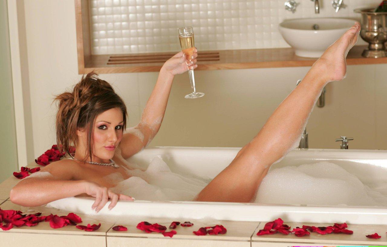Фото красивых ванных комнат голой девушкой 3 фотография