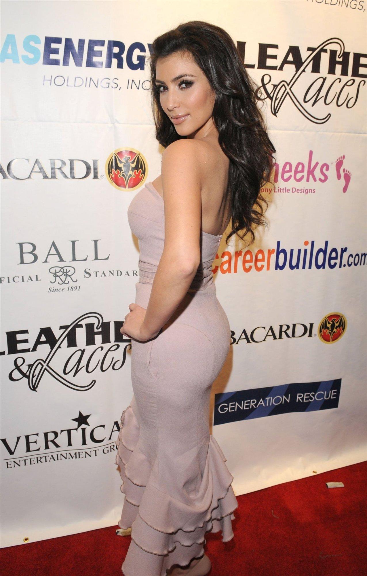 Ким Кардашиан (Ким Kardashian)