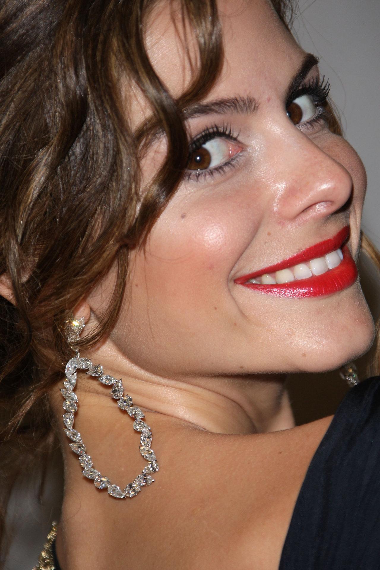 Мария Менунос (Мария Menounos)