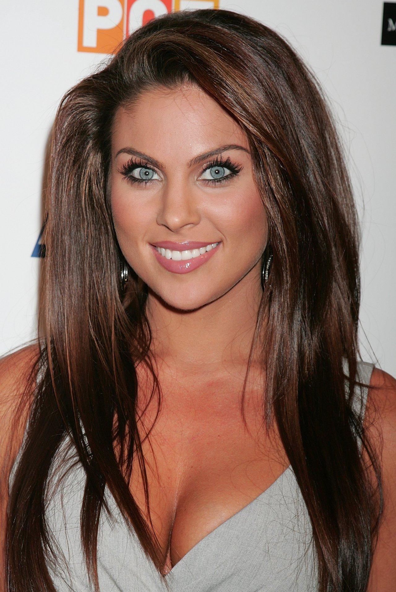 Шоколадный цвет волос под голубые глаза