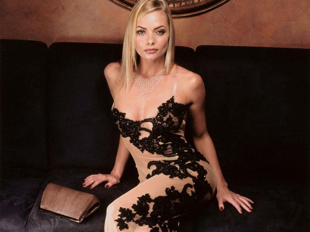 Фото в вечернем платье блондинки