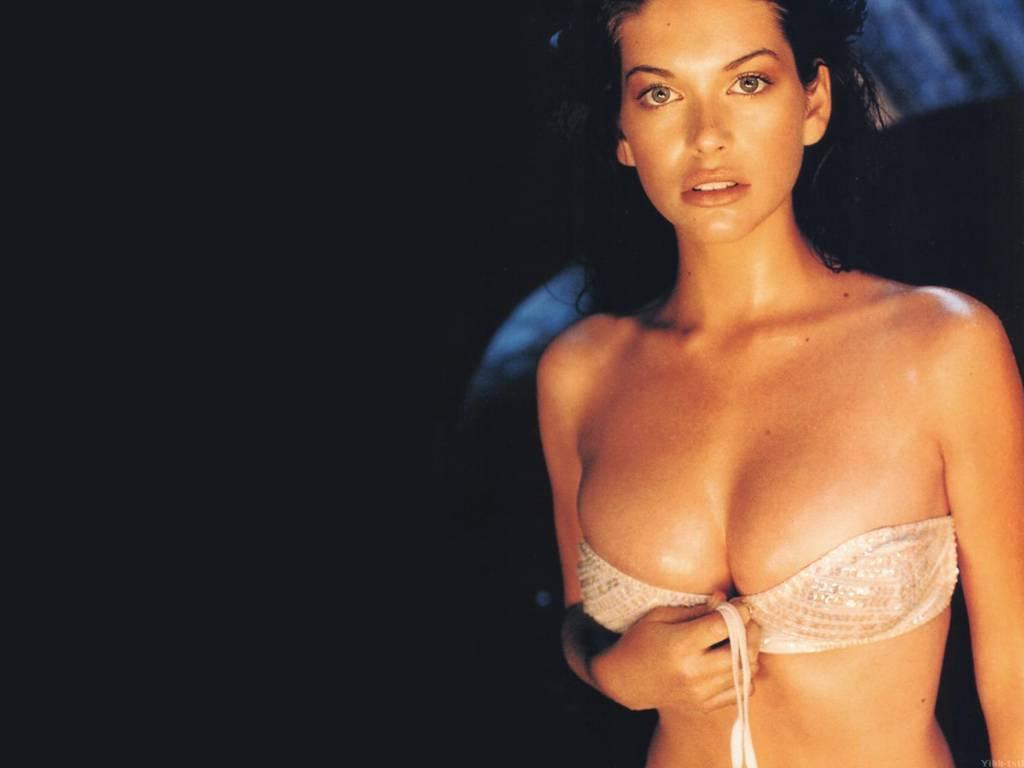 Фотографии графических голых знаменитостей актрис певиц разве