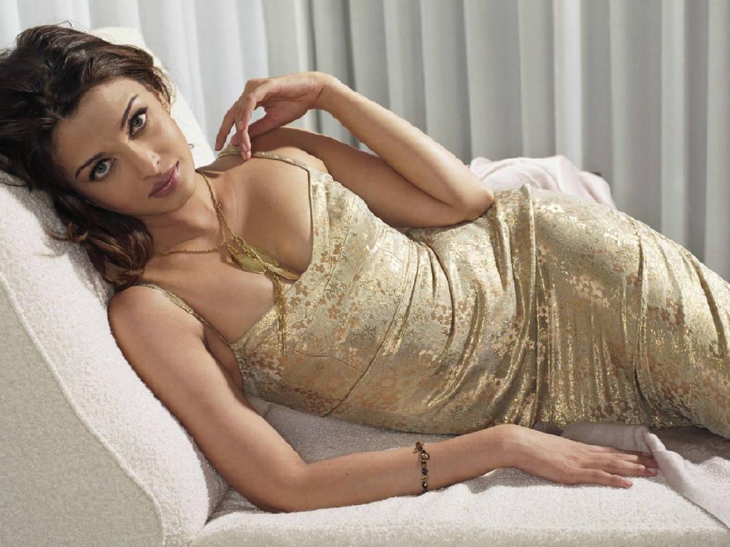 Nude indian actress big boobs