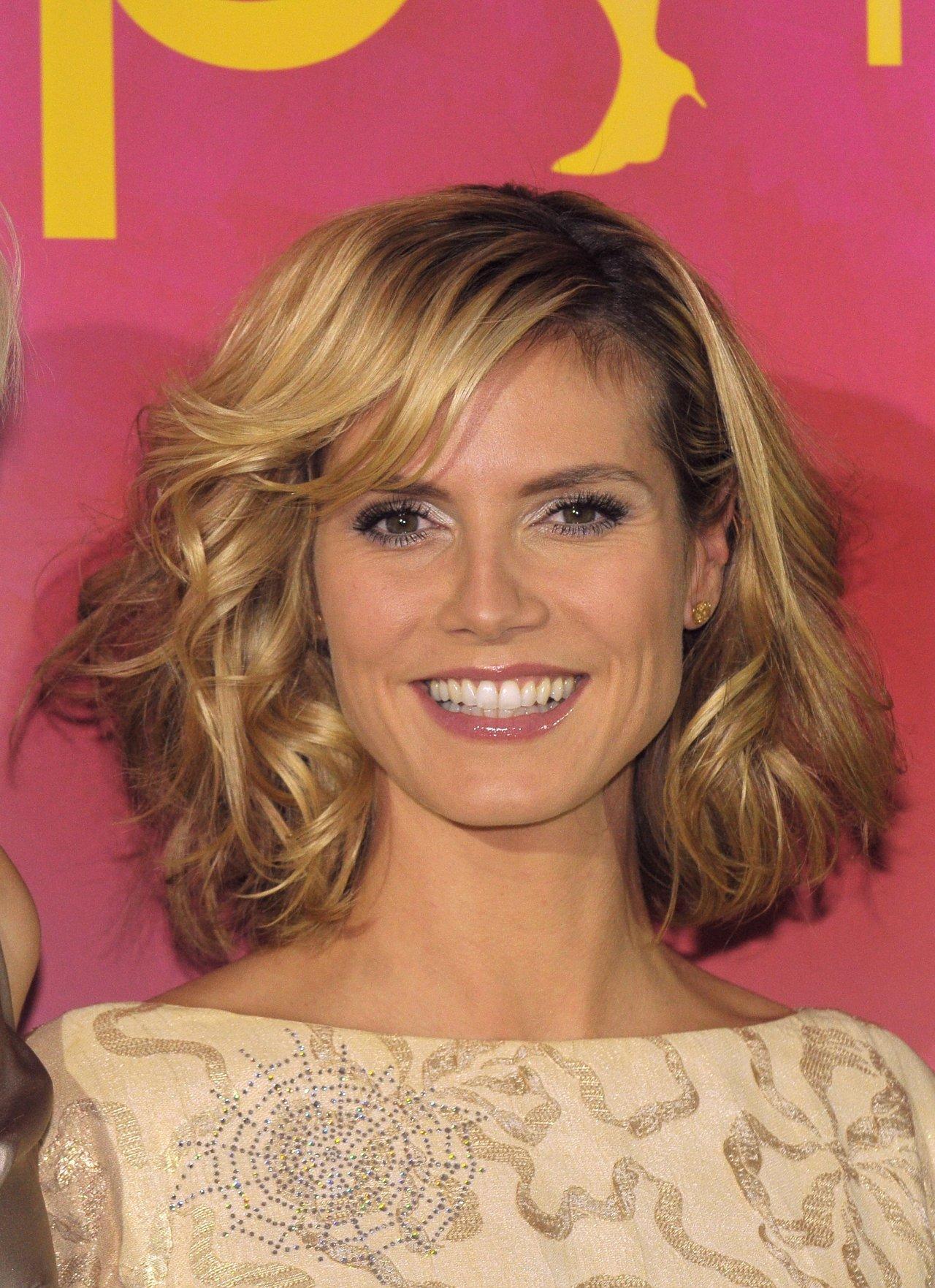 Причёски на узкое лицо фото